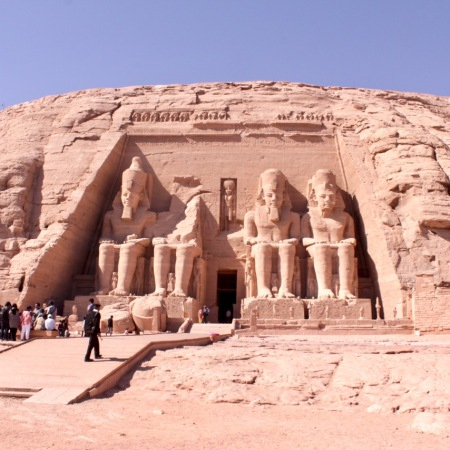 Guide to sightseeing Abu Simbel, Egypt in a day trip with kids | www.carriereedtravels.com