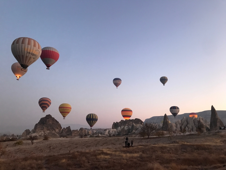 Guide to Göreme, Turkey and Cappadocia with Kids: Sunrise Hot Air Balloon Chasing | www.carriereedtravels.com